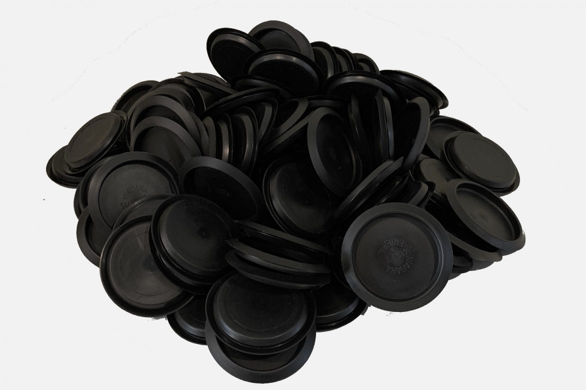 (200) 2 ½ IN CAP PLUGS